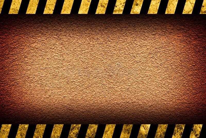 Achtergrond van de Grunge de oranje muur met waarschuwingsstrepen vector illustratie