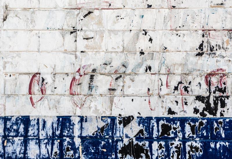 Achtergrond van de Grunge de witte en blauwe bakstenen muur royalty-vrije stock fotografie