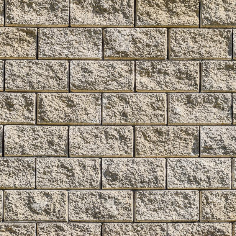 Achtergrond van de muur van witte baksteen gele beige baksteen De textuur van de baksteen De achtergrond van de bouw Kleine punte stock fotografie