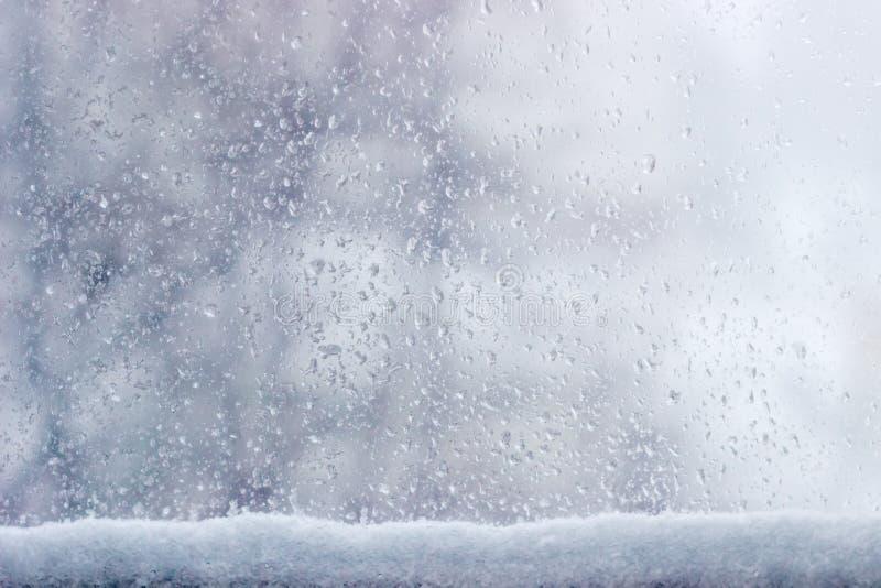 Achtergrond van de ruit tijdens een ijzel royalty-vrije stock foto