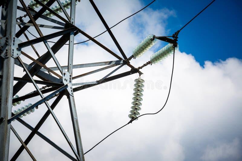 Achtergrond van de de torenhemel van de hoogspannings de posthoogspanning De elektriciteit is de belangrijkste energie van de wer royalty-vrije stock fotografie
