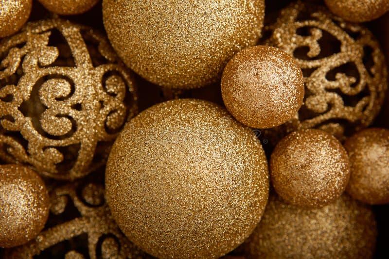 Achtergrond van decoratieve Kerstmisballen royalty-vrije stock afbeeldingen