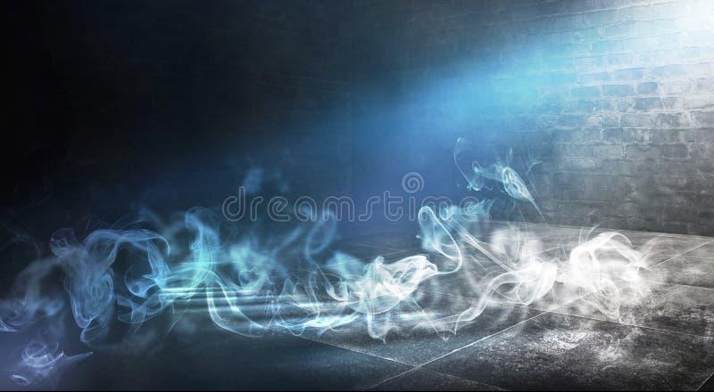 Achtergrond van een lege donker-zwarte ruimte Lege bakstenen muren, lichten, rook, gloed, stralen royalty-vrije stock foto