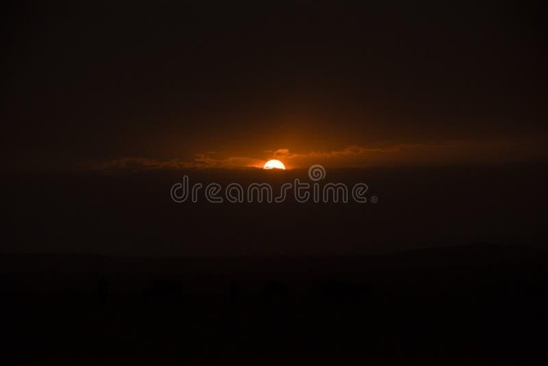 Achtergrond van een magische zonsondergang in Afrika stock foto