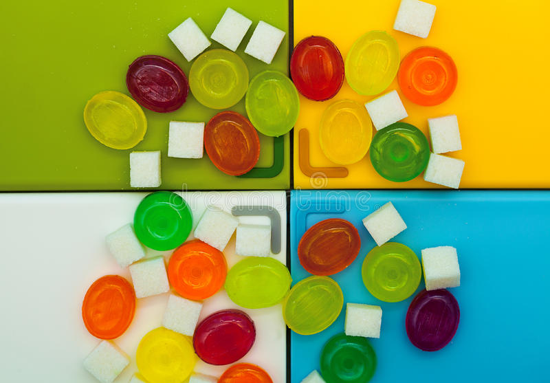 Achtergrond van geassorteerde kleurrijke suikergoed en suiker royalty-vrije stock fotografie