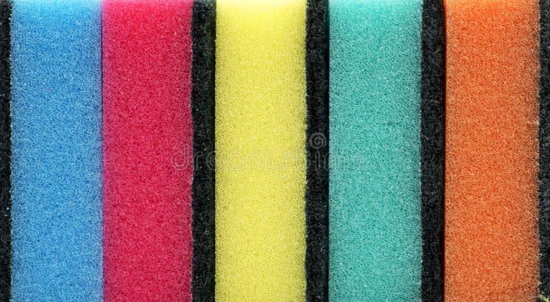 Achtergrond van gekleurde keukensponsen stock afbeeldingen