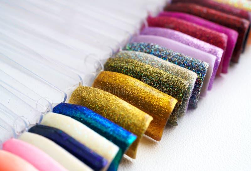 Achtergrond van het verschillende kleurrijke palet van het spijkerspoetsmiddel royalty-vrije stock fotografie