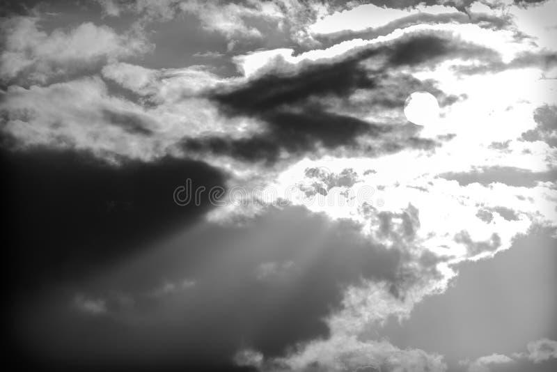 Download Achtergrond Van Onweerswolken Na Een Onweersbui Stock Foto - Afbeelding bestaande uit cloudscape, dramatisch: 54085530