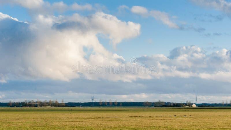 Download Achtergrond Van Onweerswolken Na Een Onweersbui Stock Afbeelding - Afbeelding bestaande uit mooi, moody: 54085533
