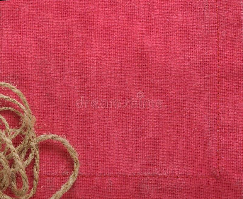 Achtergrond van rode doek en kabel van vlas royalty-vrije stock afbeelding