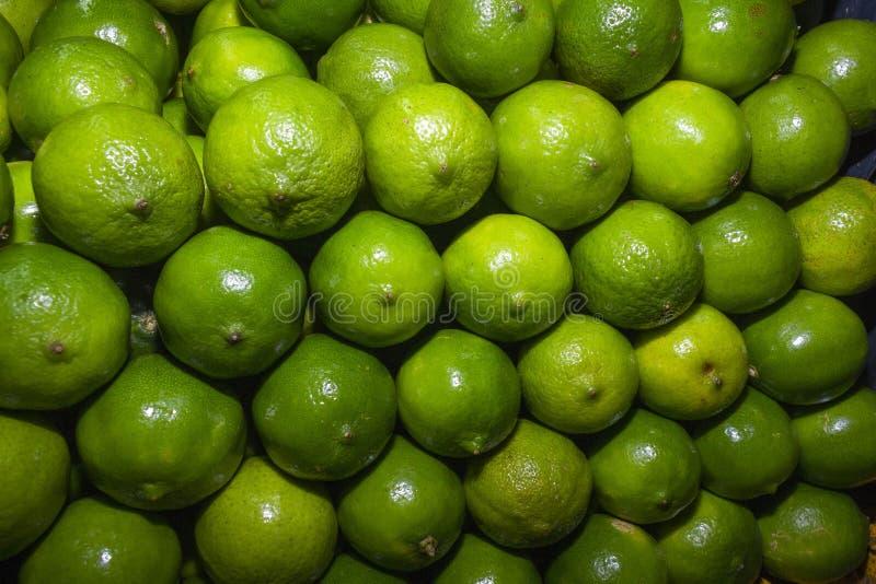 Achtergrond van sappige citroenen stock afbeelding