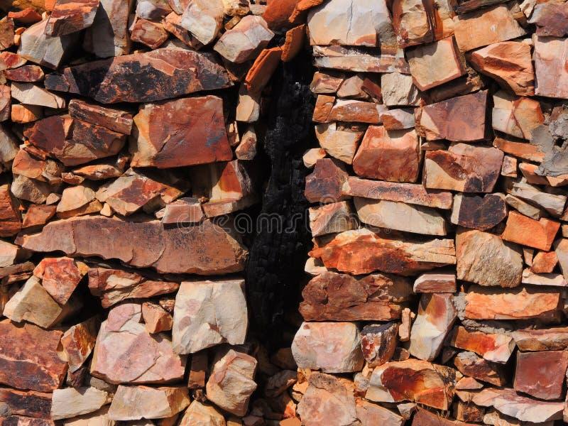 Achtergrond van stenen en een barst royalty-vrije stock afbeelding