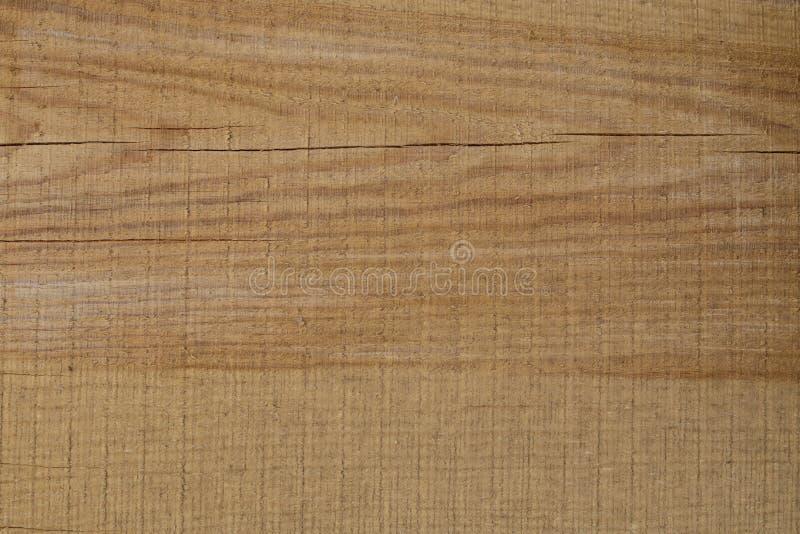 Achtergrond van vers gesneden bruine houten raad met barsten stock afbeeldingen
