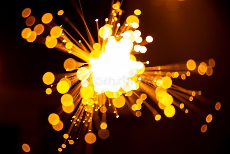 Achtergrond van vezel de optische lichte abstracte bokeh met warme kleur Uit nadruk stock afbeelding