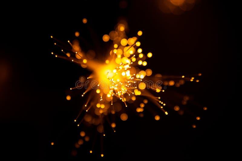 Achtergrond van vezel de optische lichte abstracte bokeh met warme kleur Uit nadruk stock afbeeldingen