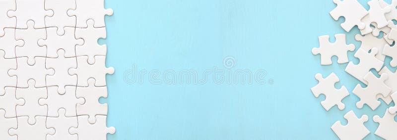 achtergrond van wit raadsel met het missen van stuk banner royalty-vrije stock fotografie
