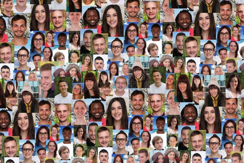 Achtergrondcollage grote groep multiraciale jongelui die peop glimlachen stock afbeeldingen
