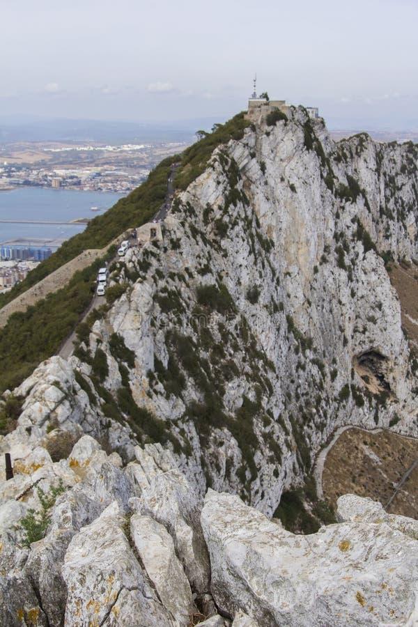 Achtergrondlandschapsmening van het noordelijke deel van de Rots van Gibraltar, La Linea en Domein stock fotografie