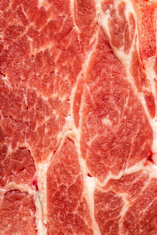 Achtergrondtextuur van ongekookt vettig vlees voor gebruik als kokend ingrediënt stock afbeelding