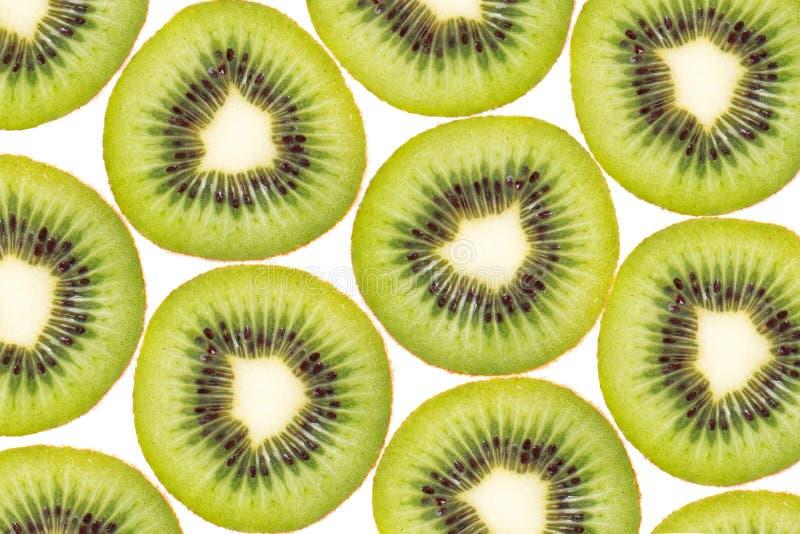Achtergrondtextuurpatroon van Kiwifruit, plak van groene sappige kiwi Ge?soleerd op wit stock foto