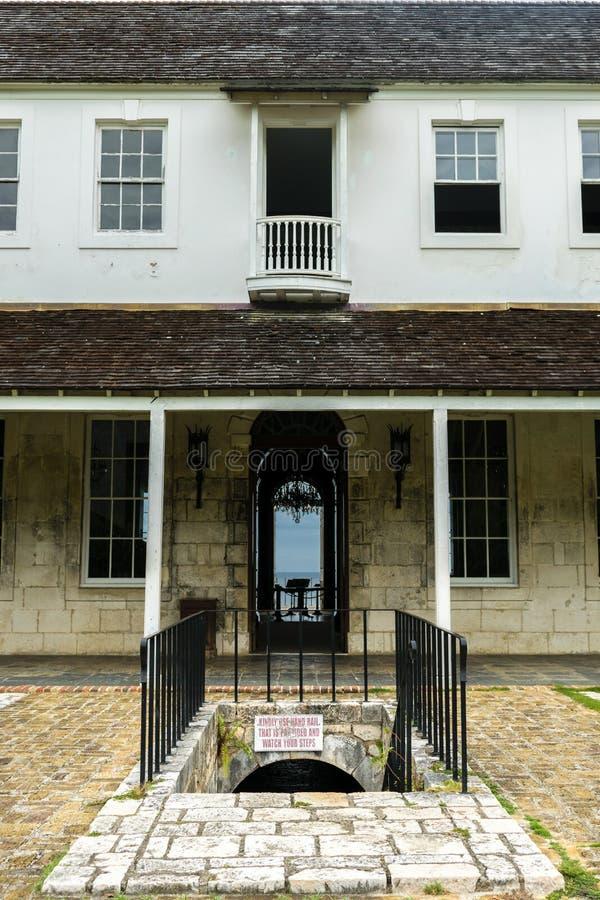 Achteringang van Rose Hall Great House in Montego Bay Jamaïca Populaire toeristische attractie stock foto