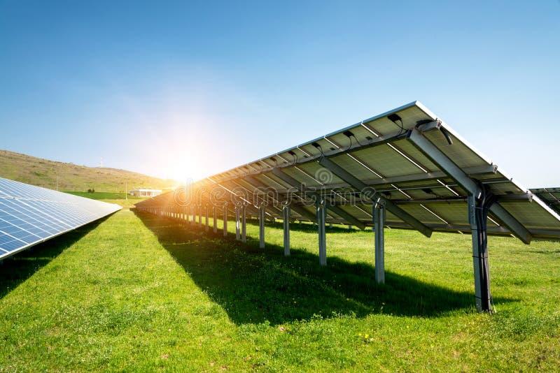 Achterkant van een zonnepaneel, photovoltaic, alternatieve elektriciteitsbron royalty-vrije stock afbeelding