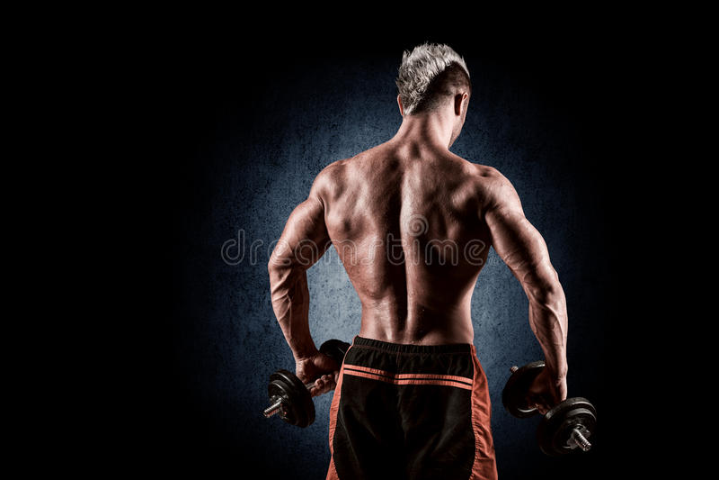 Download Achtermening Van Bodybuilder Opleiding Met Domoren Op Zwarte Backgr Stock Afbeelding - Afbeelding bestaande uit mens, studio: 54082261