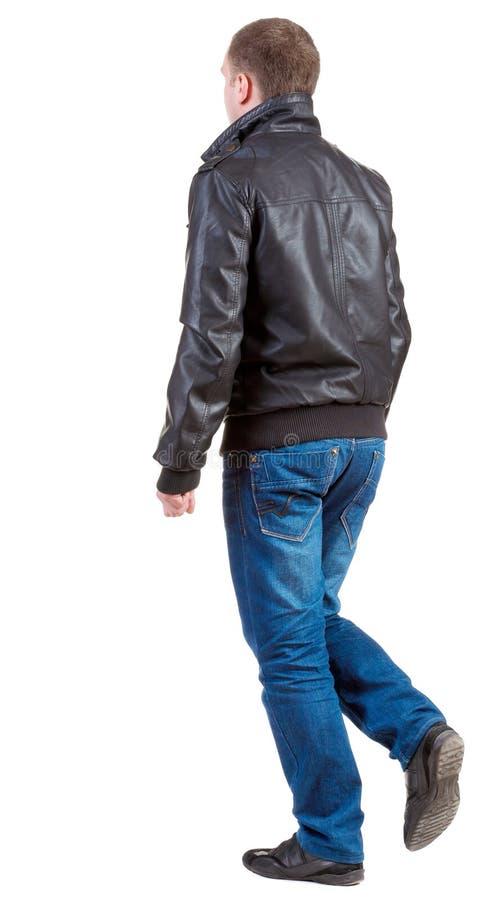 Achtermening van de gaande knappe mens in jasje royalty-vrije stock foto
