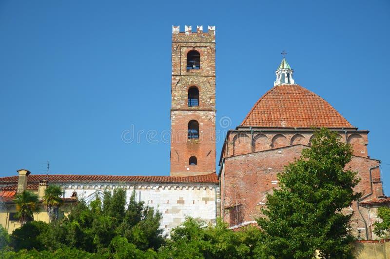 Achtermening van de kerk van Heilige Giovanni in Luca, Italië royalty-vrije stock foto's
