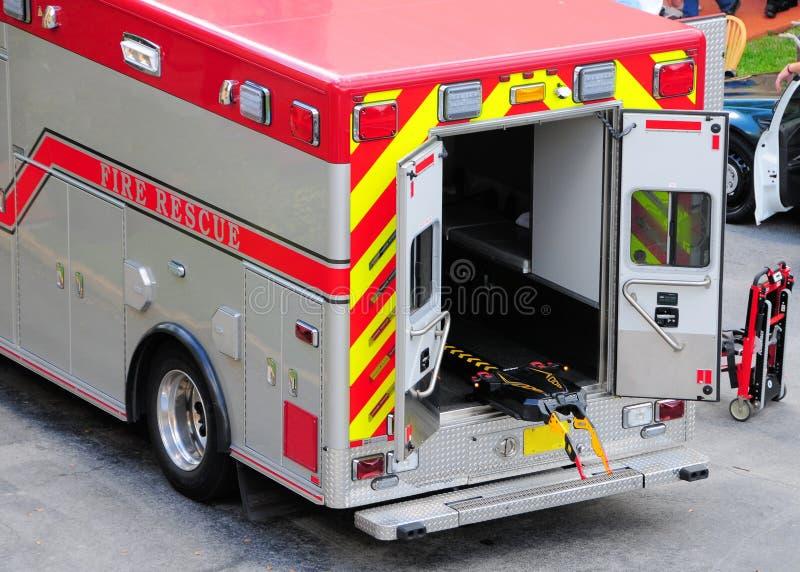 Achtermening van de motor van de ziekenwagenbrand in FL stock afbeelding