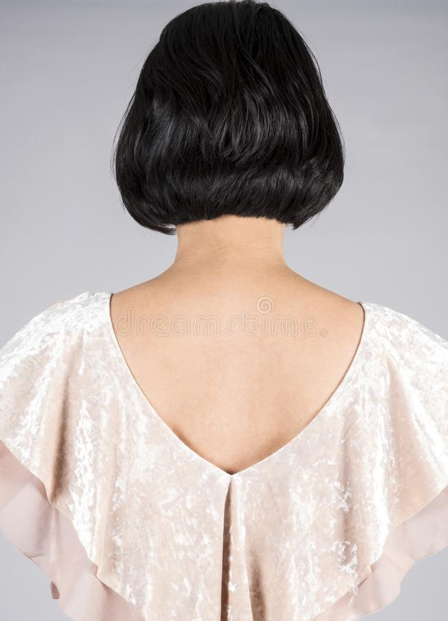 Achtermening van een Vrouw met Glanzend Kort Zwart Haar 2 stock foto