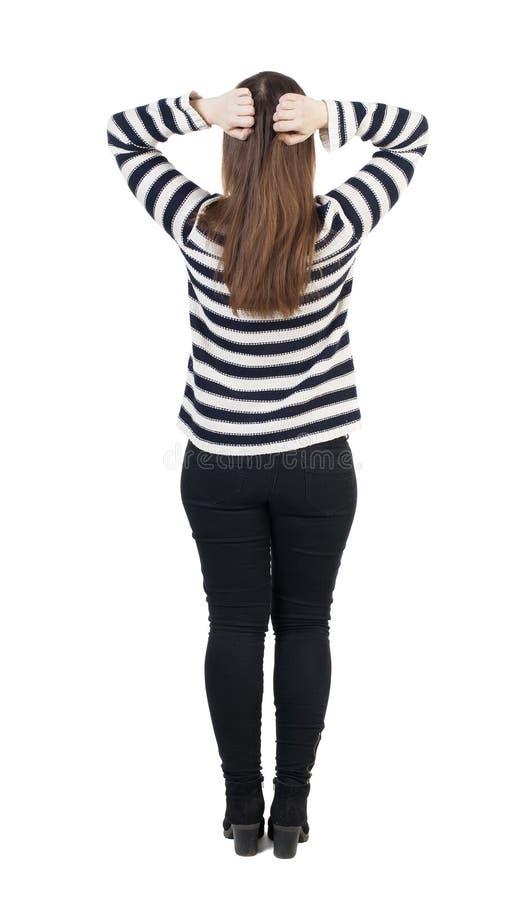 Achtermening van geschokte vrouw in jeans het meisje verborg zijn ogen achter hallo royalty-vrije stock afbeeldingen