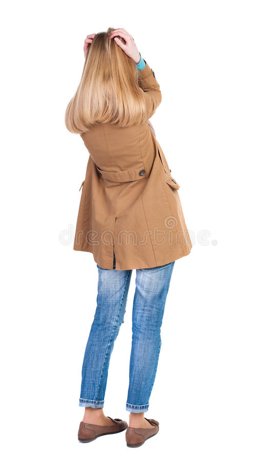 Achtermening van geschokte vrouw in mantel stock afbeelding