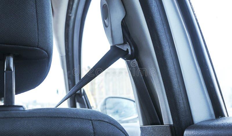 Achtermening van het dragen van veiligheidsgordel stock fotografie