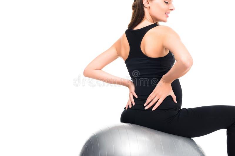 achtermening van het zwangere vrouw uitoefenen op geschiktheidsbal stock fotografie