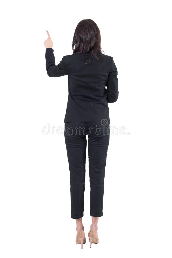 Achtermening van linkerzijde - overhandigde elegante bedrijfsvrouw die touch screendrukknop met behulp van stock afbeelding