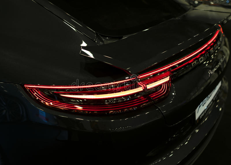 Achtermening van Porsche Panamera Turbo 2017 Achterkoplamp Auto buitendetails stock afbeelding