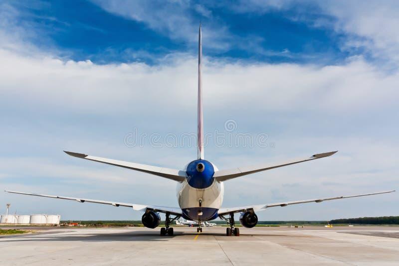 Achtermening van vliegtuig stock afbeelding