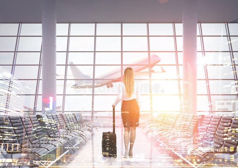 Achtermening van vrouw in luchthaven vector illustratie