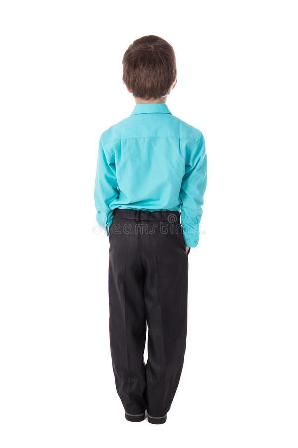 Achtermening van weinig die jongen in pak op wit wordt geïsoleerd stock foto