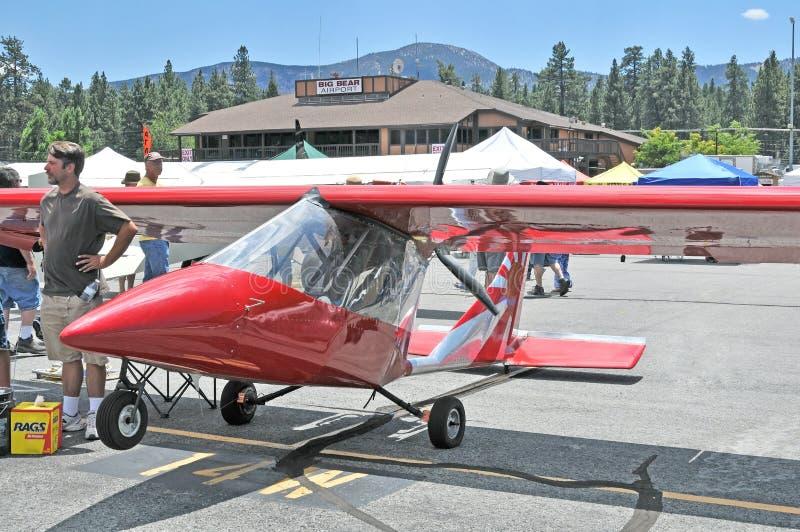 Achtermotorvliegtuig stock afbeelding
