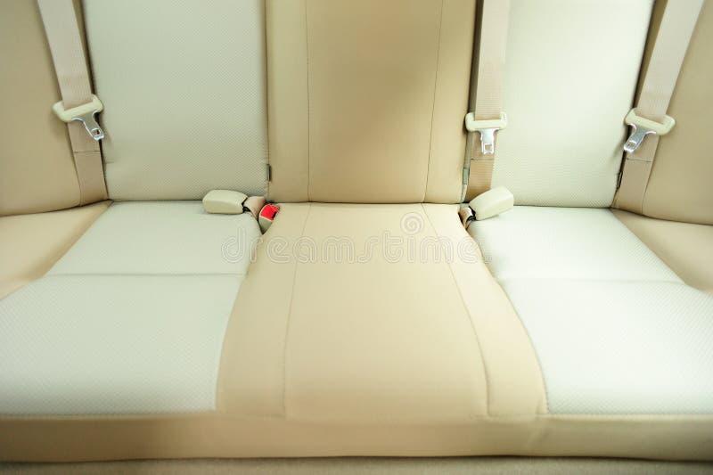 Achterpassagierszetels in auto stock afbeelding
