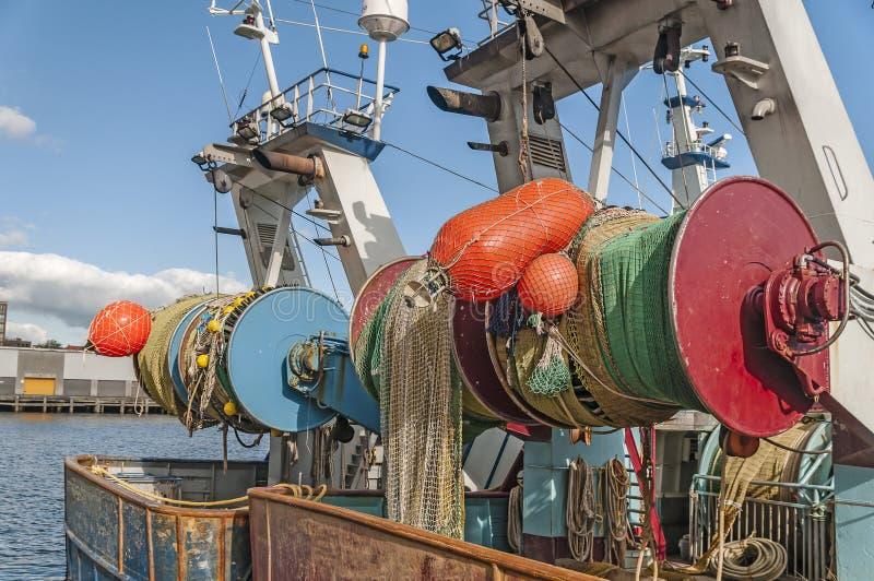 Achtersteven van een vissersboot stock afbeelding