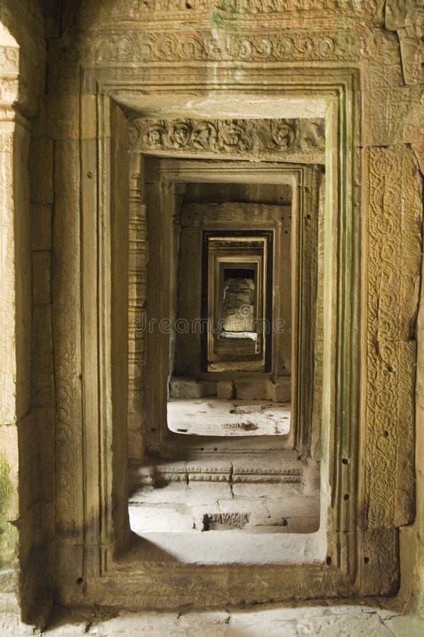 Achteruitgaande Deuropeningen in Angkor royalty-vrije stock foto's
