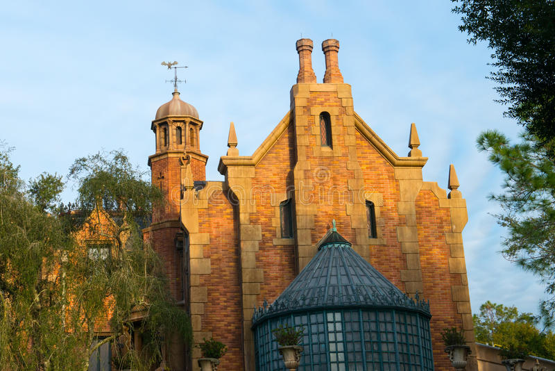 Achtervolgd het Herenhuis Magisch Koninkrijk van Disney Wereld stock afbeeldingen
