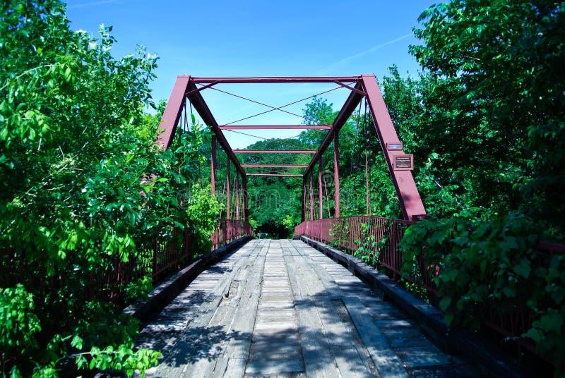 Achtervolgde brug stock fotografie