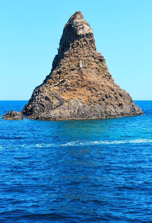 Aci Trezza Faraglioni, de kust van Sicilië stock foto