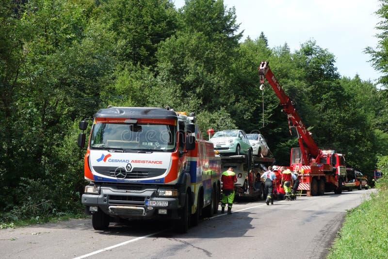 Acidente do caminhão O caminhão deixou de funcionar na estrada e virou imagem de stock royalty free