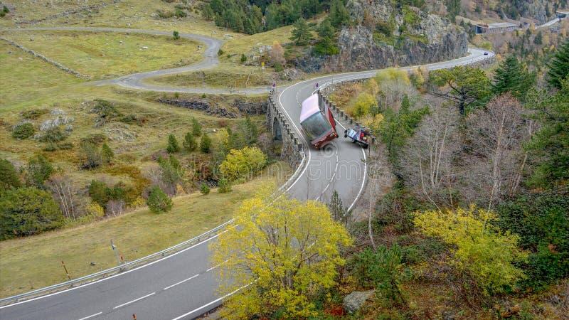 acidente entre um ônibus e um carro fotos de stock royalty free