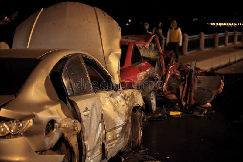 Acidente na estrada da noite imagens de stock